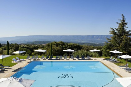 Halcyon tours provence for Piscine charial